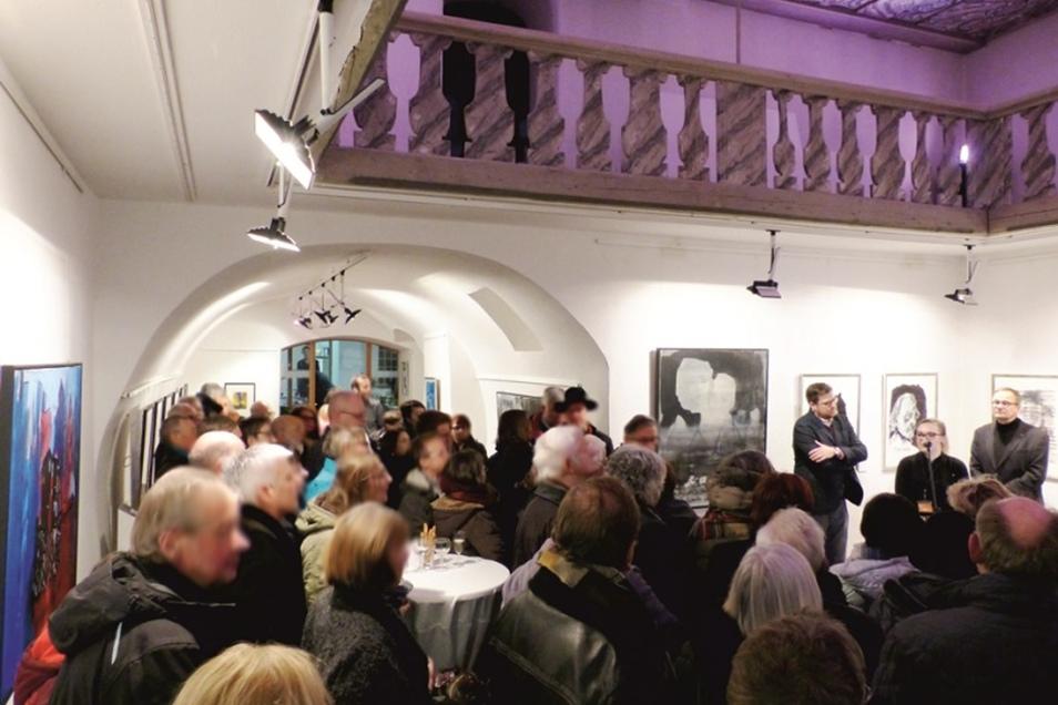 ... unter großen Publikumszuspruch die Ausstellung ...