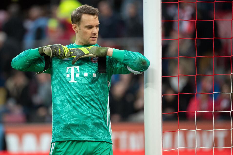 Manuel Neuer verhandelt gerade über einen neuen Vertrag beim FC Bayern - und er ärgert sich, dass angebliche Details nach außen dringen.