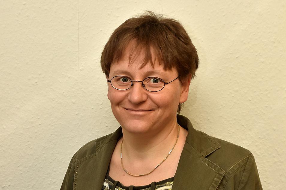 Christine Schnorr ist Dipl. Ehe-Familien-Lebensberaterin, Systemische Familientherapeutin.