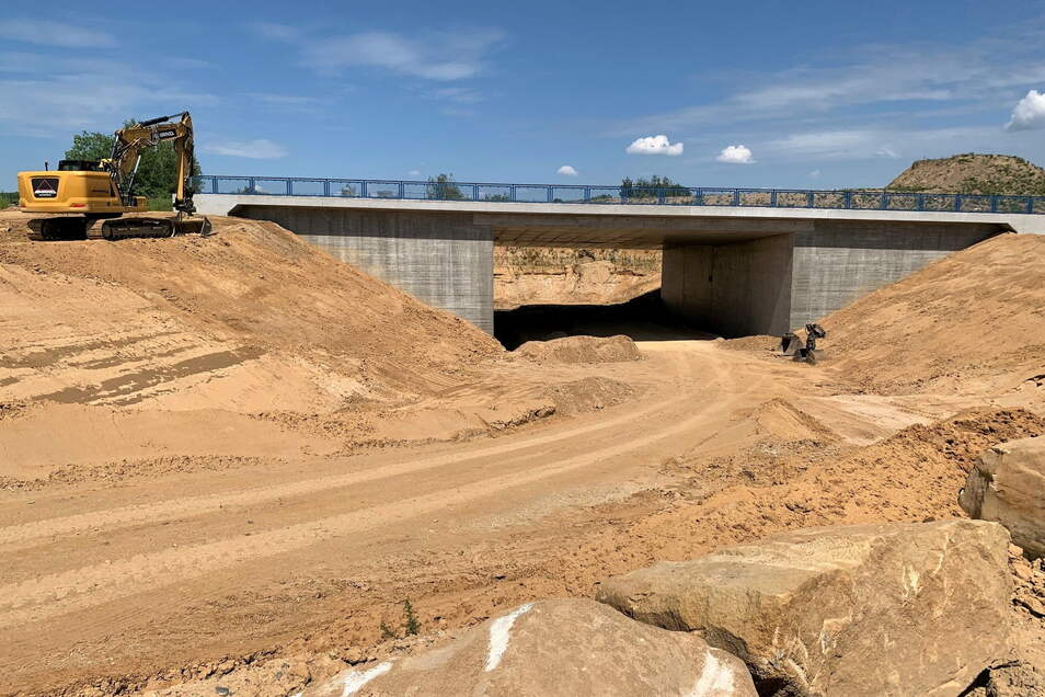 Vorbereitete Trasse für die Südumfahrung: Ein Teilstück führt künftig unter dem Autobahnzubringer hindurch.