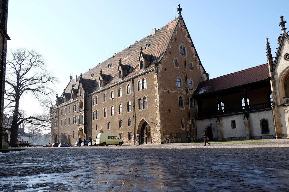 Das Kornhaus ist das letzte unsanierte Objekt auf dem Meißner Burgberg. Seit gut einem Dutzend Jahren befindet es sich im Besitz der von italienischen Gesellschaftern gegründeten Venere GmbH.