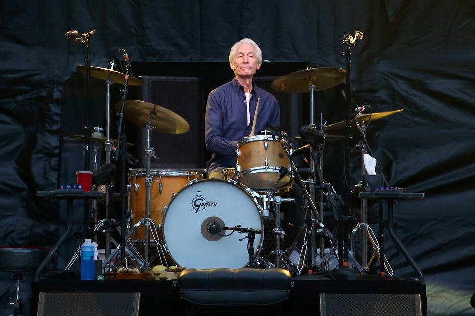 Charlie Watts, Schlagzeuger der Rolling Stones, während eines Auftritts im Murrayfield Stadion in Edinburgh.