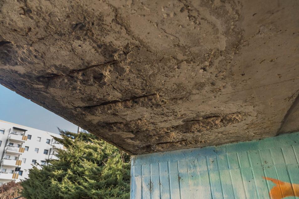 An etlichen Stellen ist das Stahlbeton-Bauwerk nicht mehr top in Schuss.