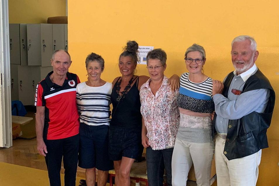 Heute beim Treffen der Ehemaligen (v. l.): Das Trainer-Ehepaar Volker und Dorle Parsch, Martina Jentsch, Anke Schreiber, Anja Kummich und Choreograf Rolf Gerhardt beim Treffen in Dresden.