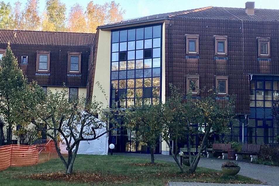 Das Diakonie-Pflegeheim Friedenshöhe in Radeburg musste für Besucher geschlossen werden. Es steht wegen positiver Testungen unter Quarantäne, ebenso wie zwei weitere Heime im Landkreis Meißen.