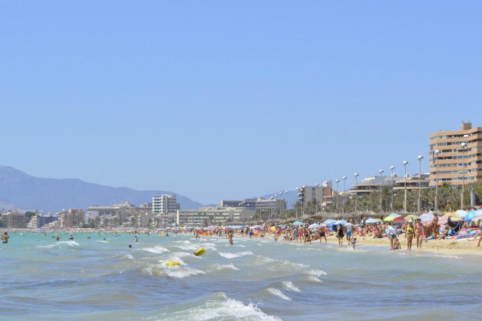 Massentourismus (wie hier auf Mallorca) und überfüllte Sehenswürdigkeiten ärgern viele Urlauber.