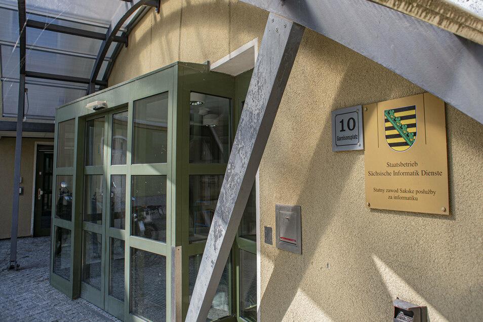 In den Sitz des Staatsbetrieb Sächsische Informatik Dienste in Kamenz will der Freistatt weiter investieren. Die Fachleute kümmern sich darum, dass die Hard- und Software bei den Bedienstete in den freistaatlichen Institutionen zuverlässig läuft.