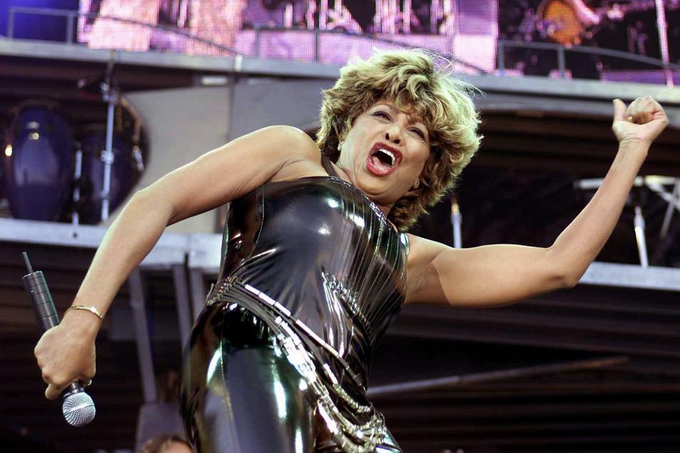 Tina Turner im Juli 2000 bei einem Konzert im niederländischen Groningen. Am Dienstag wird die US-Sängerin 80.