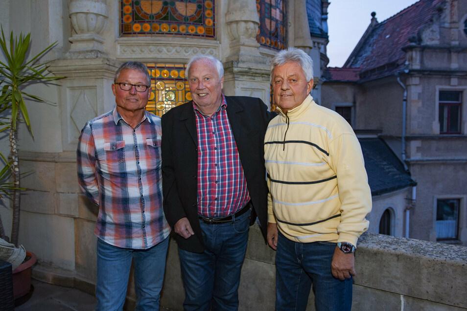 Gert Zimmermann (Mitte) war Fußball-Reporter - auf diesem Bild mit den Ex-Dynamos Frank Richter (links) und Rainer Sachse. Doch Zimmermann war auch dem Galopp verbunden.