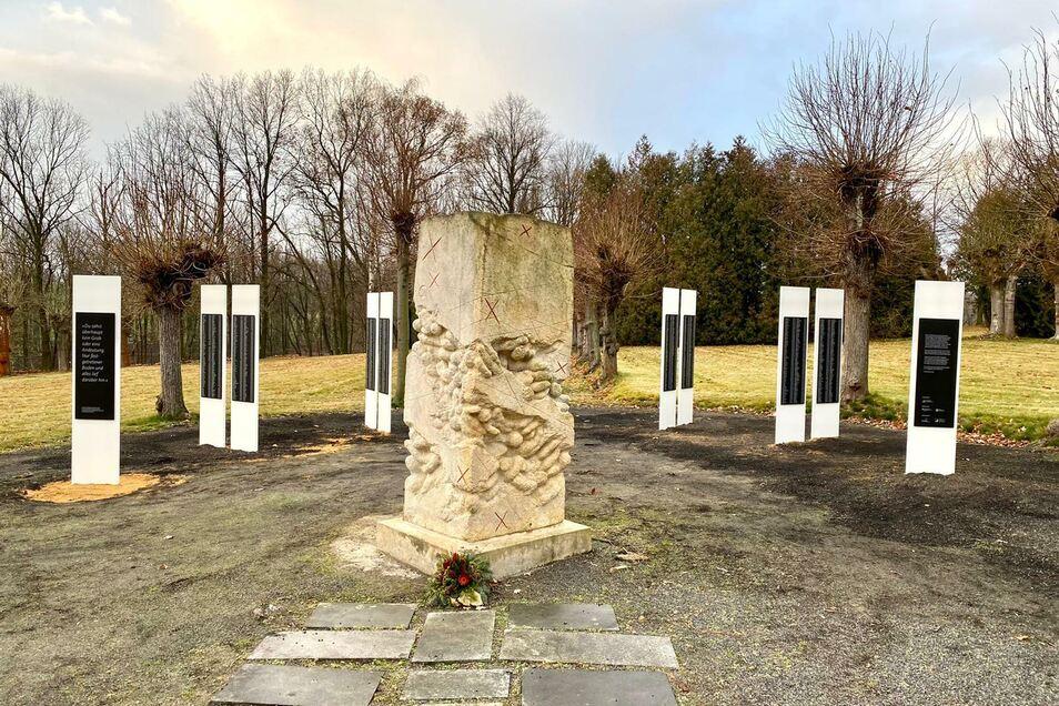 Die Stelen für die durch Euthanasie in Großschweidnitz ums Leben Gekommenen, sind vor Kurzem errichtet worden.