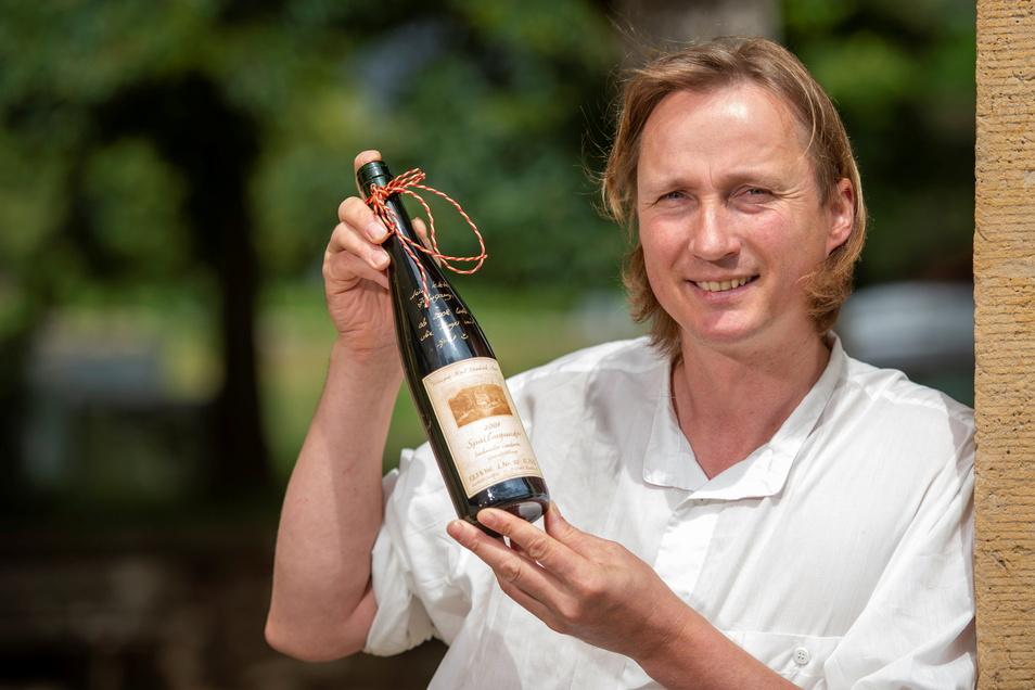 Rarität aus dem Weinkeller von Winzer Friedrich Aust - 98 von 100 Punkten gab es von den Experten aus Österreich für einen trockenen Spätburgunder aus der Ernte 2007.