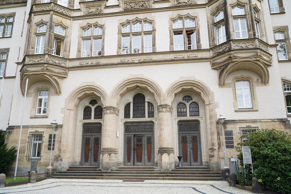 Am Donnerstag muss sich der Anführer der Identitären Bewegung Oberlausitz zusammen mit weiteren Angeklagten vor dem Bautzener Amtsgericht verantworten.