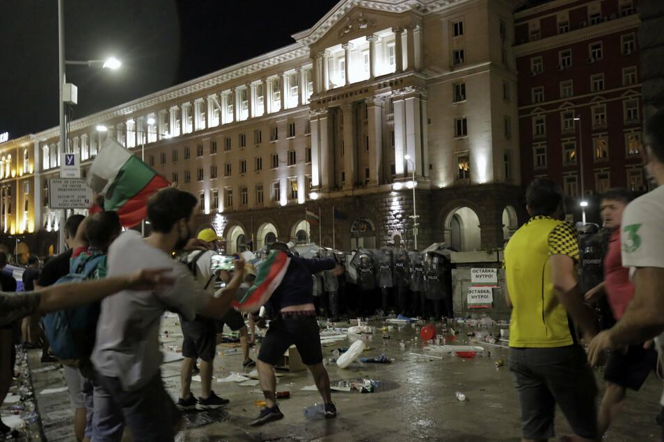 Bei regierungskritischen Protesten ist es in der bulgarischen Hauptstadt Sofia zu Ausschreitungen gekommen.