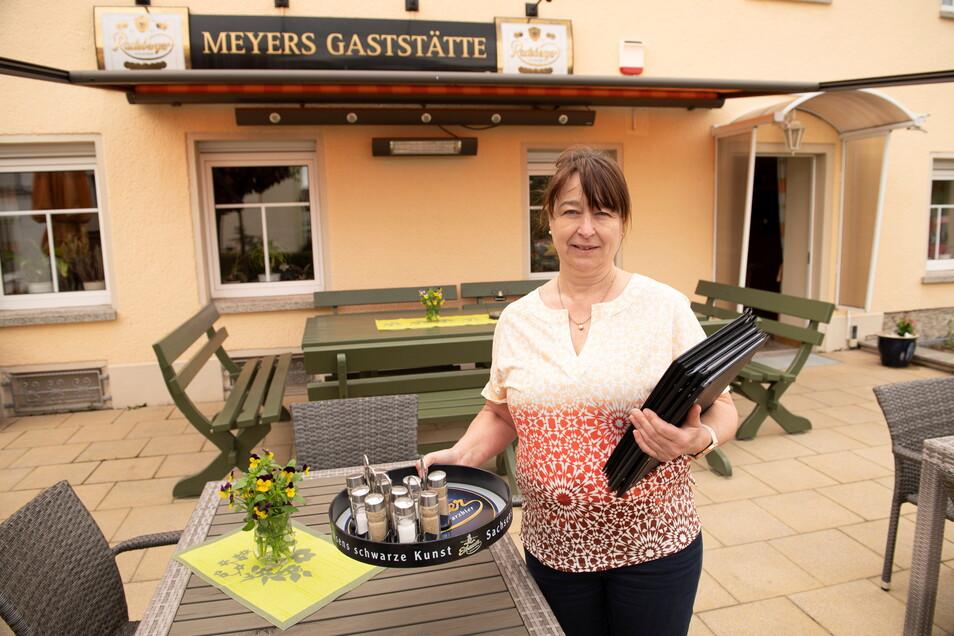 In Meyers Gaststätte in Großenhain hat auch Andrea Dreßler die Terrasse vorbereitet.