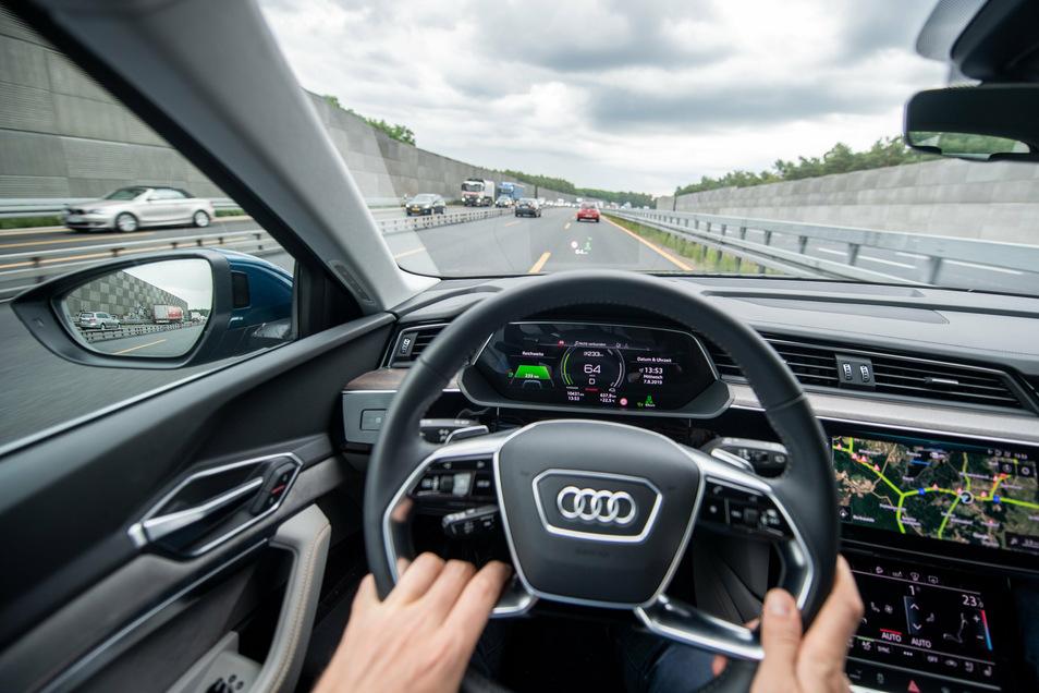 Unter Beobachtung: Bei Telematiktarifen tauschen Autofahrer günstigere Tarife gegen Daten zu ihrem Fahrstil ein.