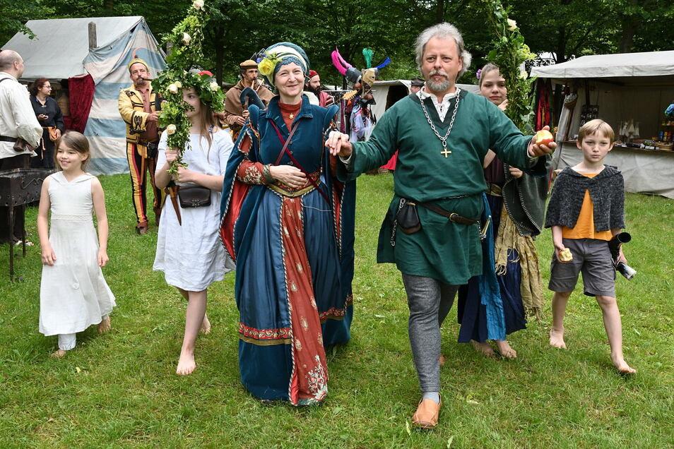 Paula Herold als Elisabeth von Bünau beim Mittelalterfest 2019. An ihrer Seite Michael Jakob als Ritter de Fisch.