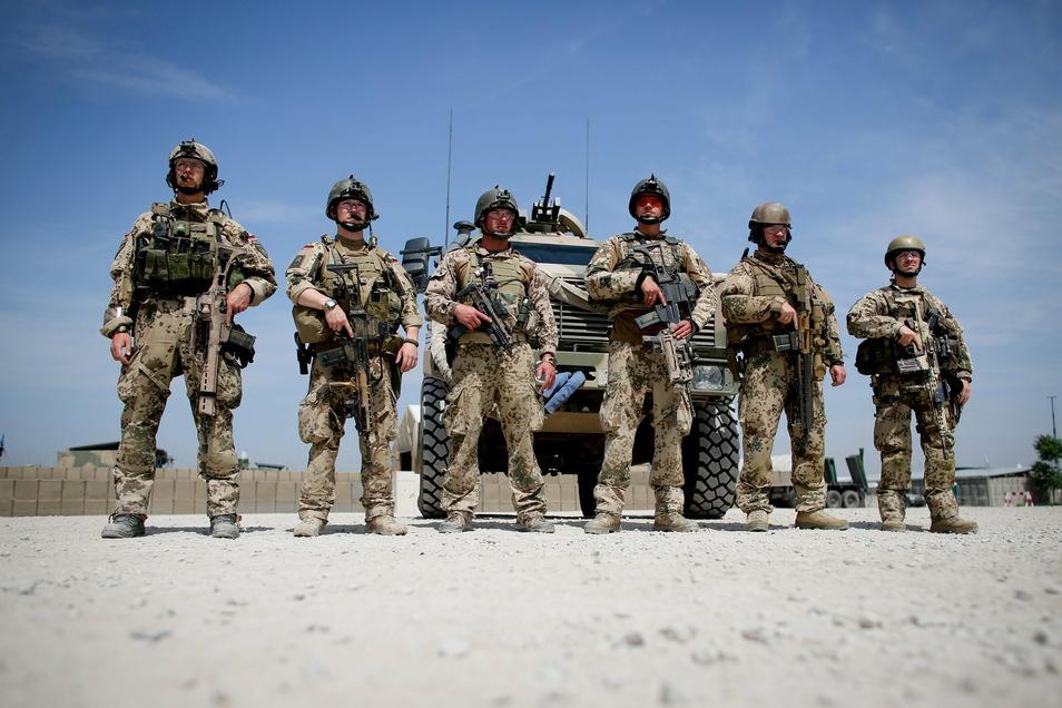 """Die Bundeswehr stellt derzeit rund 1100 Soldaten für den Nato-Einsatz """"Resolute Support""""."""