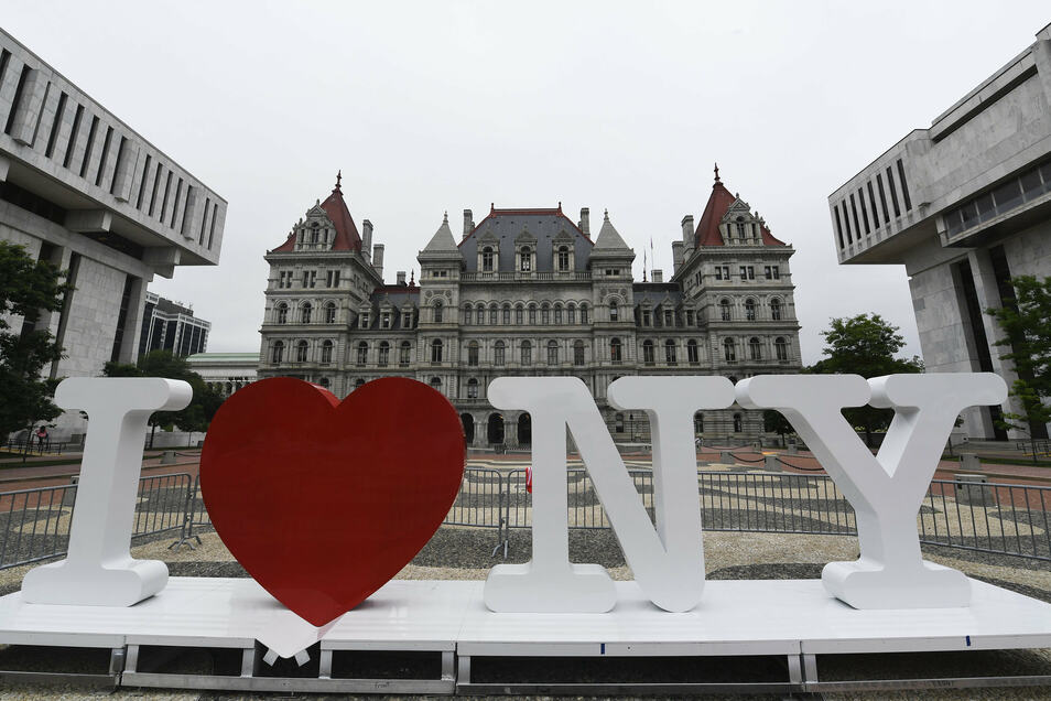 """Wohl kaum ein Logo auf der Welt ist so bekannt und oft kopiert wie """"I love New York""""."""