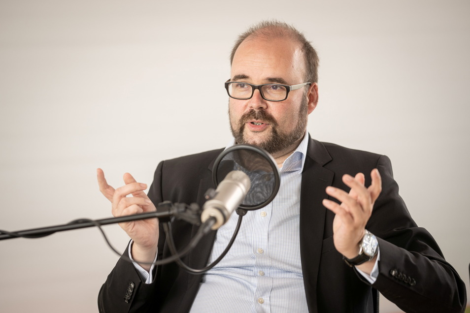 "Sachsens Kultusminister Christian Piwarz war zu Gast im Podcast ""Politik in Sachsen""."