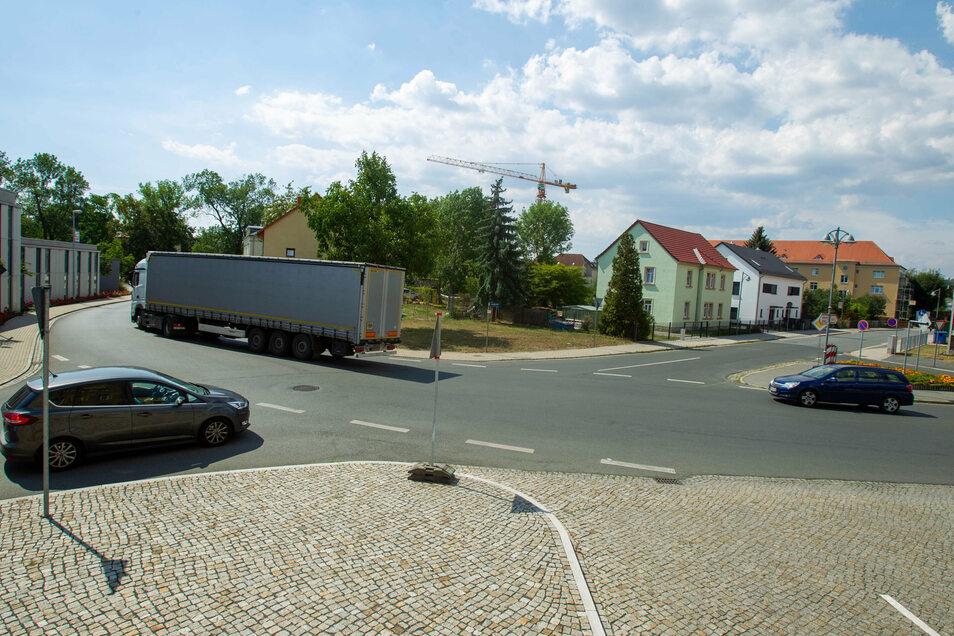 Hätte sich auch für einen Kreisverkehr geeignet: der Bereich vor dem Rathaus. Doch die Pläne sind inzwischen ad acta gelegt.