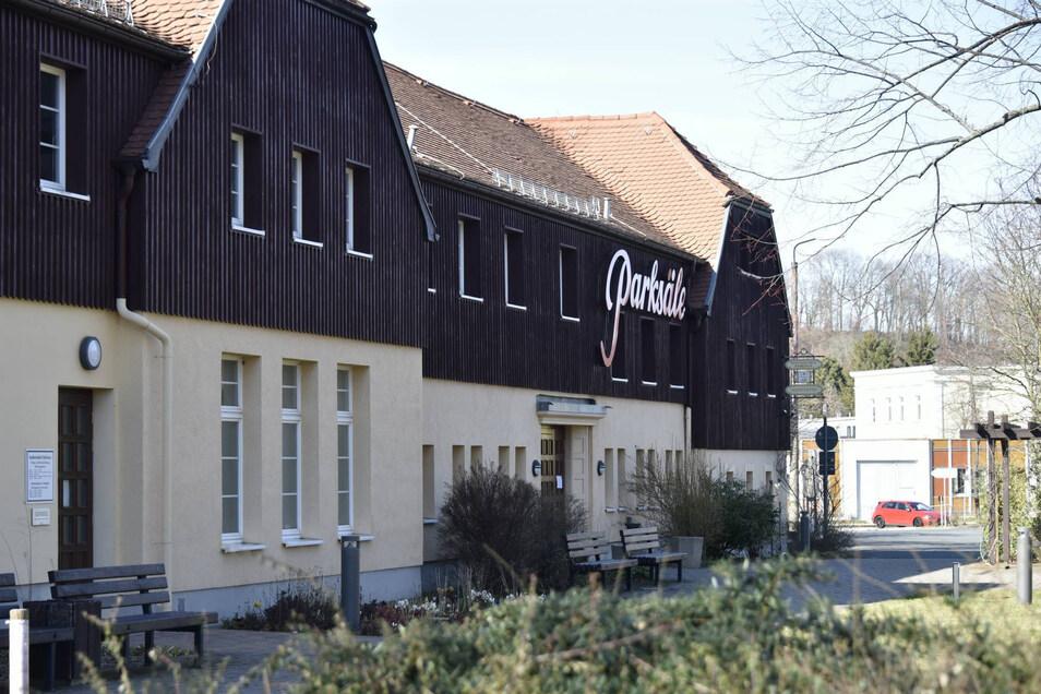 Der Stadtrat Dippoldiswalde zieht für seine nächste Sitzung wieder vom Rathaus ins Kulturzentrum Parksäle um. Dort können die Räte auf Ihre Gesundheit und Sicherheit leichter achten.