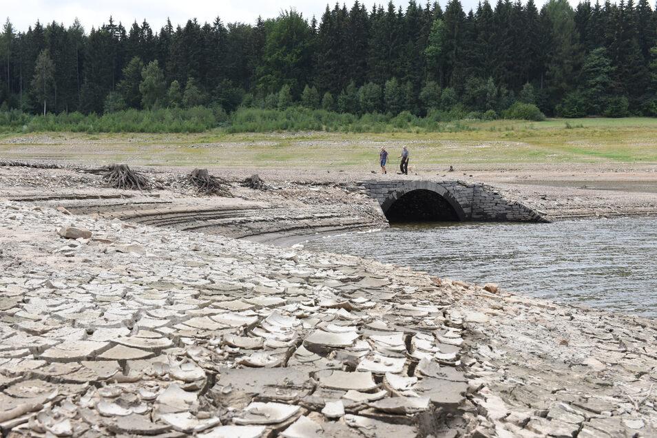 …im August 2018 war das noch anders. Inmitten der Talsperre war das Bauwerk aus den Fluten aufgetaucht. Fotos: Egbert Kamprath