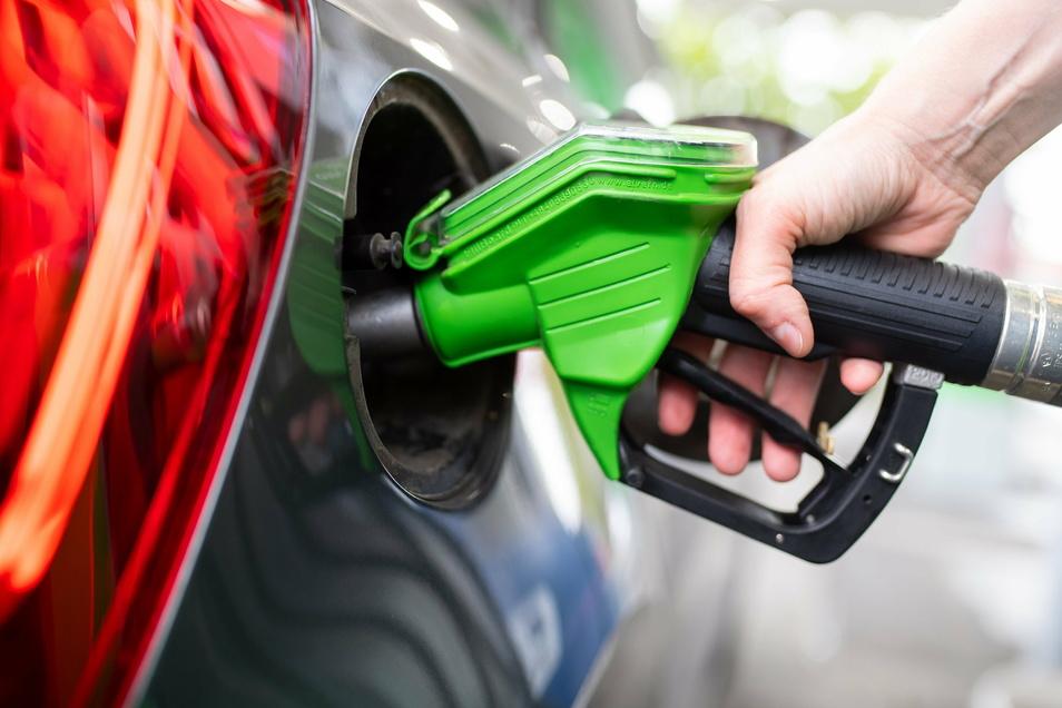 Die Preise für Benzin und Diesel sind bundesweit angestiegen.