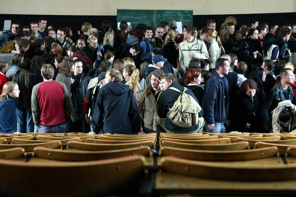 Dicht drängen sich die Studenten an der TU Dresden - das war vor der Corona-Krise