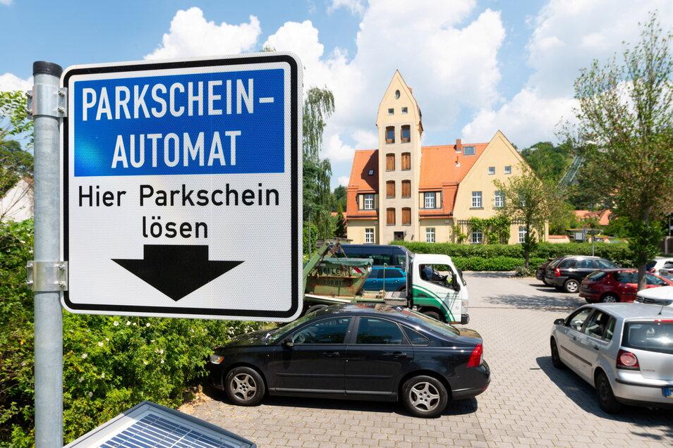 Der Parkplatz in der Fidelio-F.- Finke-Straße sollte zwei Jahre lang für Bauarbeiten gesperrt werden.