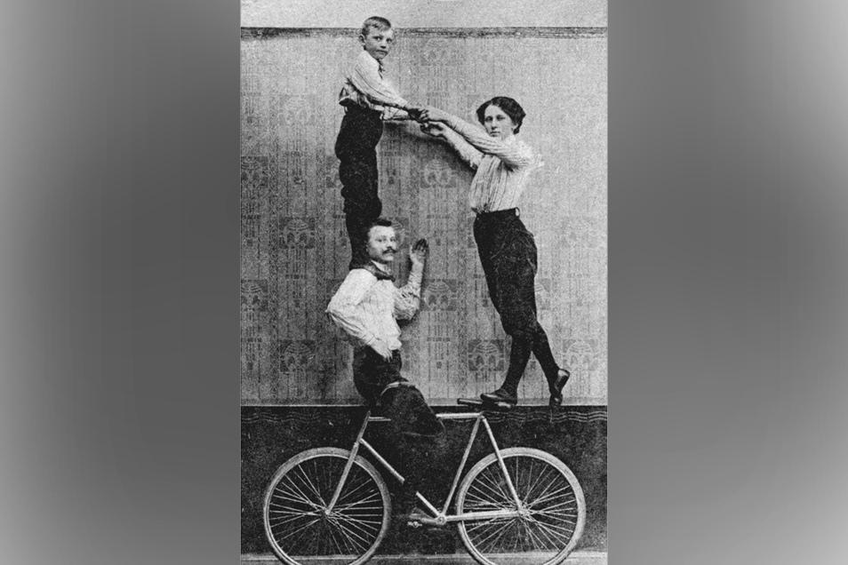 Einen Namen machten sich die jungen Artisten aus Freital selbst in den USA. Sie bestachen mit effektvollen Tricks, Tempo und Exaktheit. Unser Foto: Training in Deuben mit der Schieritz-Familie, die seinerzeit einige Meistertitel errang.