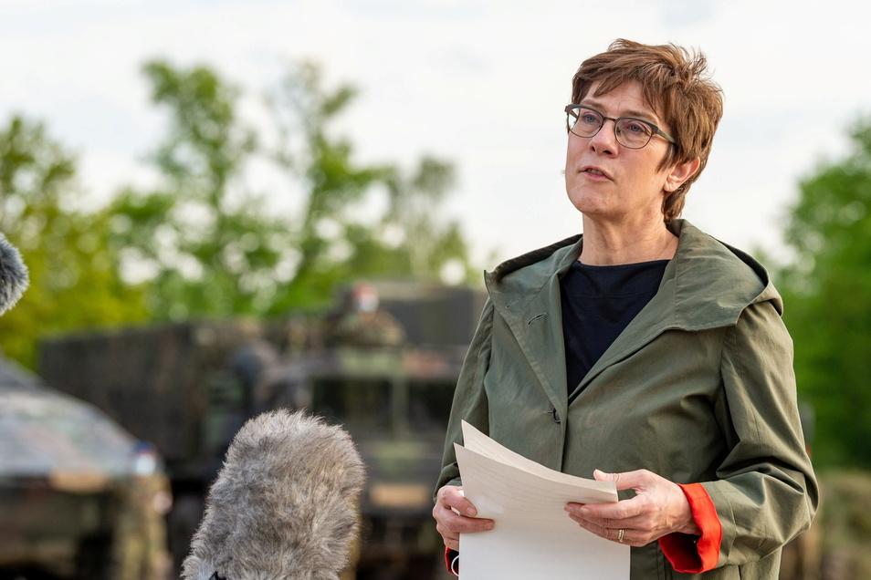Verteidigungsministerin Annegret Kramp-Karrenbauer (CDU) hat ein Weltraumkommando in Dienst gestellt.