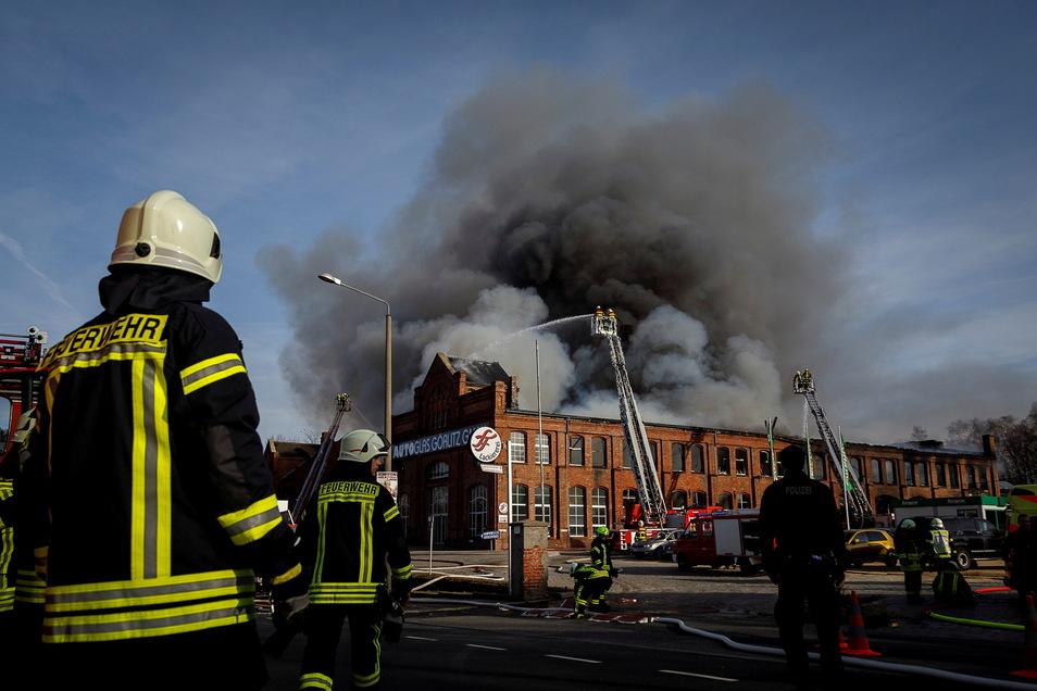 Doch gegen die Gewalt des Brandes war die Feuerwehr machtlos