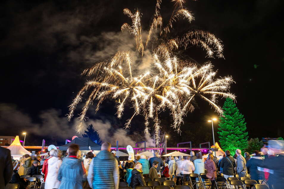 Zur Eröffnung am Freitagabend gab es ein Feuerwerk vor der Kulisse des Windberges.