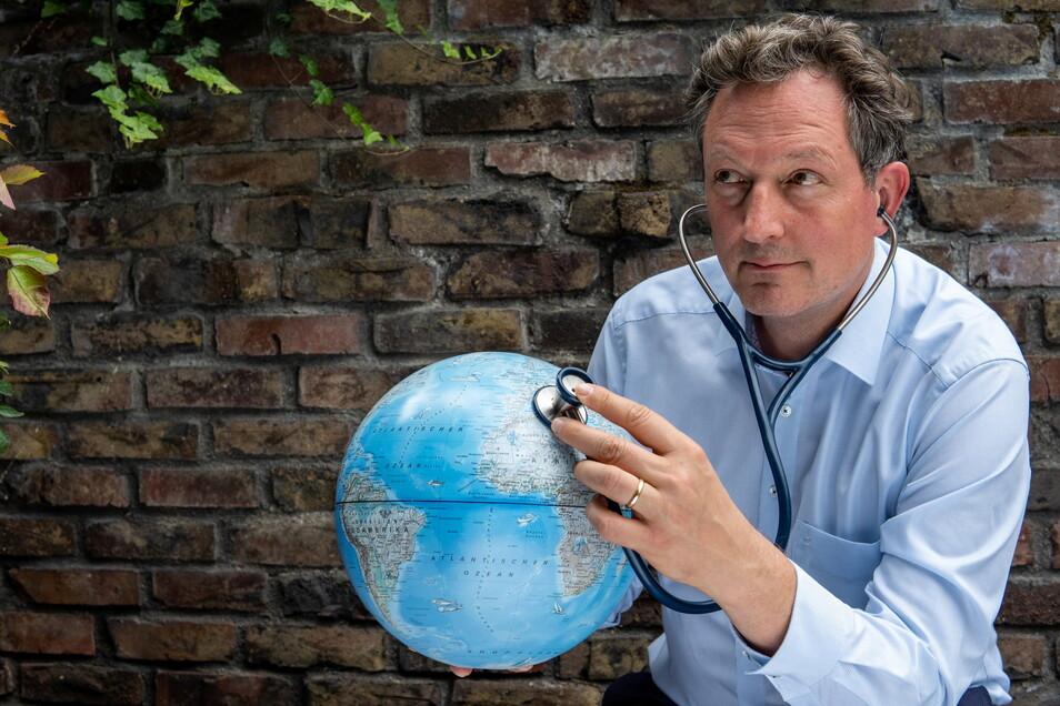 Die Menschheit hat es bei Klima und Artenschutz ganz schön verbockt. Das macht Eckart von Hirschhausen, Deutschlands wohl bekanntester Mediziner, in seinem neuen Buch immer wieder klar.