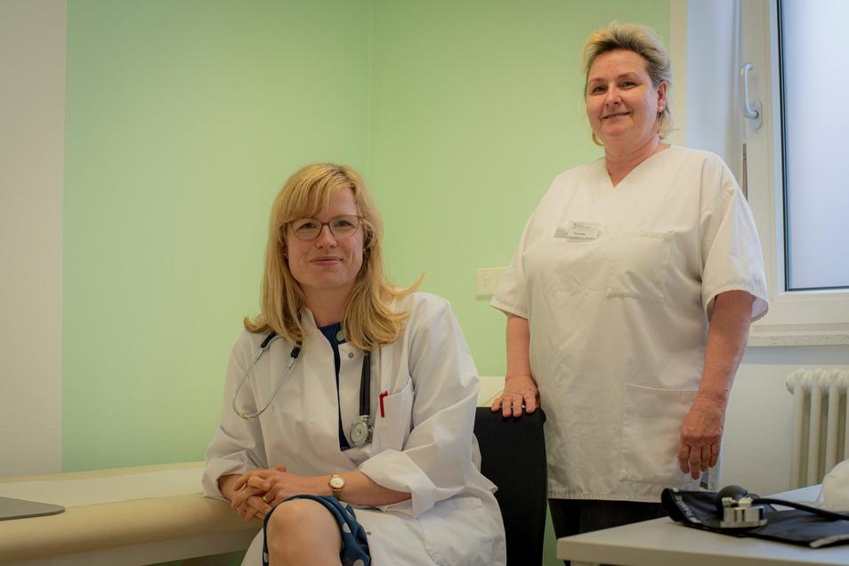 Dr. Gundula Hofmann (l.) und Schwester Katrin Zeller gehören zu den medizinischen Teams in der neuen K:amenzer Bereitschaftspraxis für Notfälle.