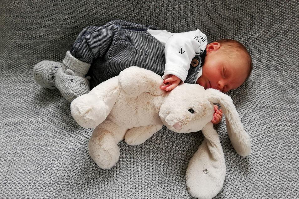 Tony Kunath, geboren am 29. März, Geburtsort: Städtisches Klinikum Dresden, Gewicht: 3.120 Gramm, Größe: 49 Zentimeter, Eltern: Marie und David Kunath, Wohnort: Seifersdorf