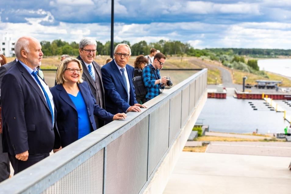 Der Großräschener See entstand aus dem gefluteten einstigen Tagebau Meuro. Wie es heute dort aussieht, darüber informierte sich Bundesumweltministerin Svenja Schulze (SPD).