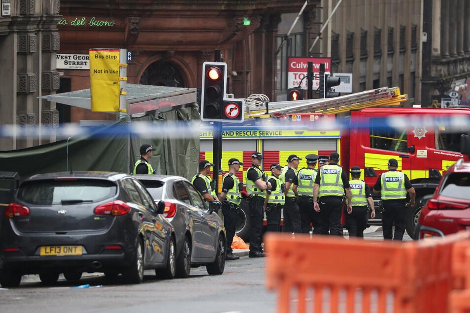 Blick auf den abgesperrten Tatort in der West George Street in Glasgow.