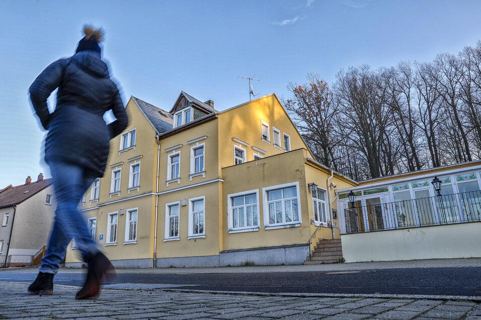 Das frühere Gasthaus Eichenwäldchen in Eckartsberg steht seit Jahren leer. Werden hier Scheinwohnungen an Osteuropäer vermietet?