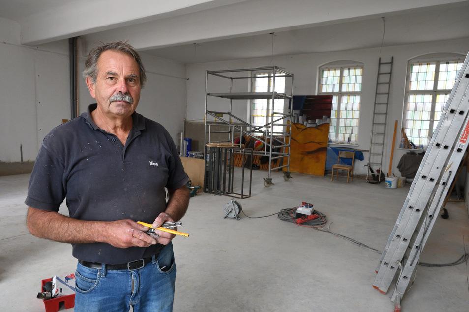 Manfred Keydel ist der Bauherr für die neue Spielbühne, die im ehemaligen Gemeindesaal in Freital-Döhlen entsteht.