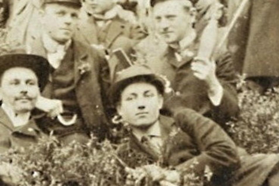 Wanderer Kockisch: Hier (vorn) ist er 1909 auf Fahrt in der Sächsischen Schweiz. Drei Jahre später geht es nach China.