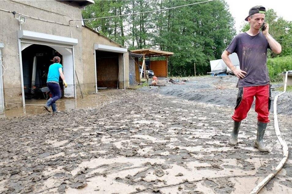 In den betroffenen Regionen entstand auch hoher Sachschaden.