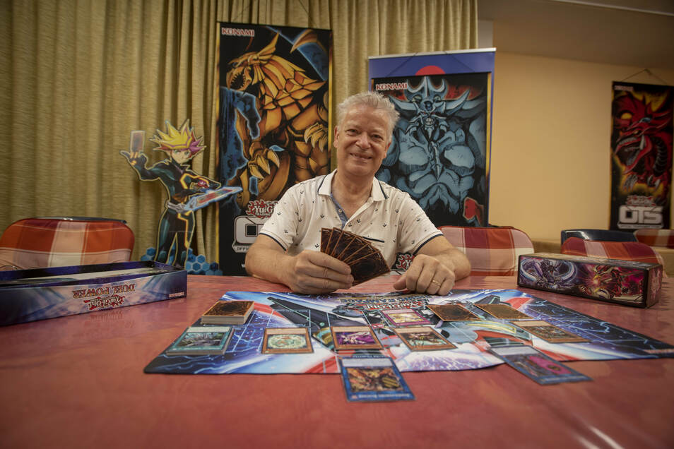 Spielkarten-Turniere sind im Geschäft von Klaus Lehmann in Kamenz derzeit nicht möglich. Dafür hat er Verständnis. Aber über andere Festlegungen zur Bekämpfung der Corona-Pandemie ärgert er sich.