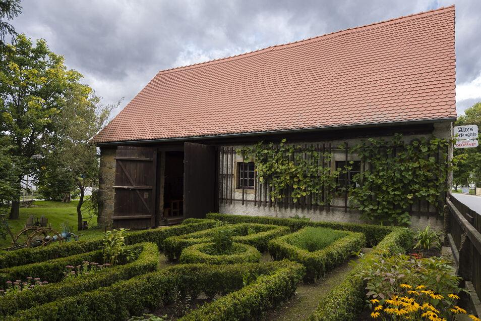 Das alte Gefängnis in Rammenau ist jetzt ein Ort für Ausstellungen. Ab Montag gibt es eine Schau zur Geschichte Rammenauer Gasthäuser.
