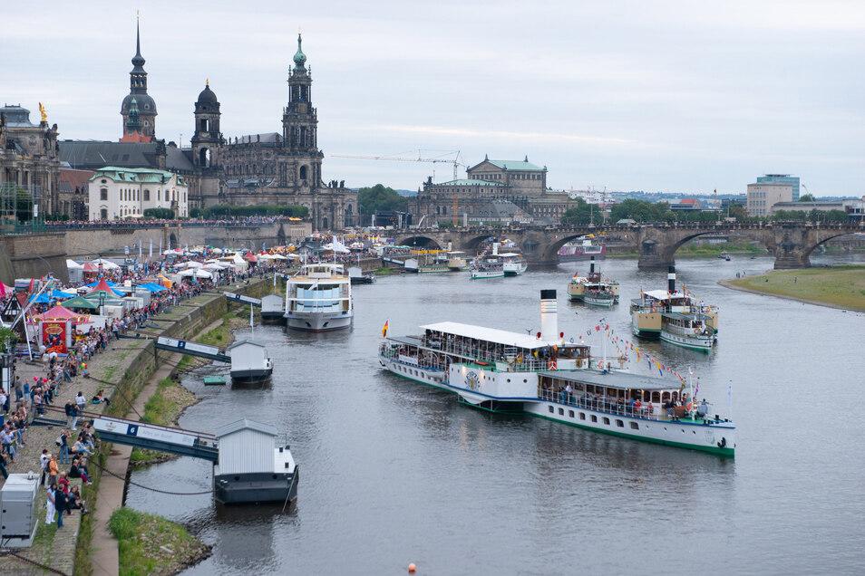 Noch prägen die Dampfer das Bild auf der Elbe. Aber die Flotte ist in Not. Jetzt gibt es eine neue Idee.