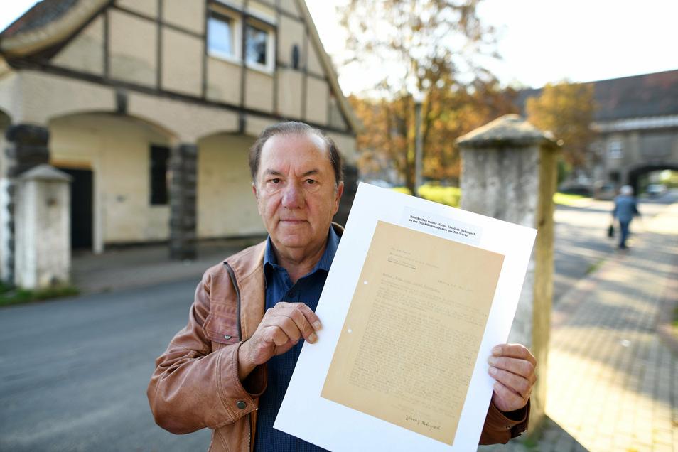 Hans Hahnspach mit der Abschrift des Bittbriefes seiner Mutter an den Lagerkommandanten der Zittwerke.