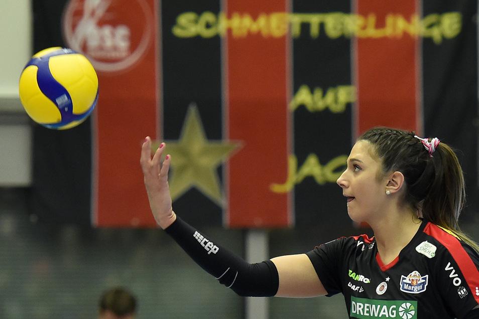 DSC-Topscorerin Milica Kubura klagt nach der Niederlage gegen Vilsbiburg über Schwindelgefühle sowie Magen- und Rückenschmerzen.