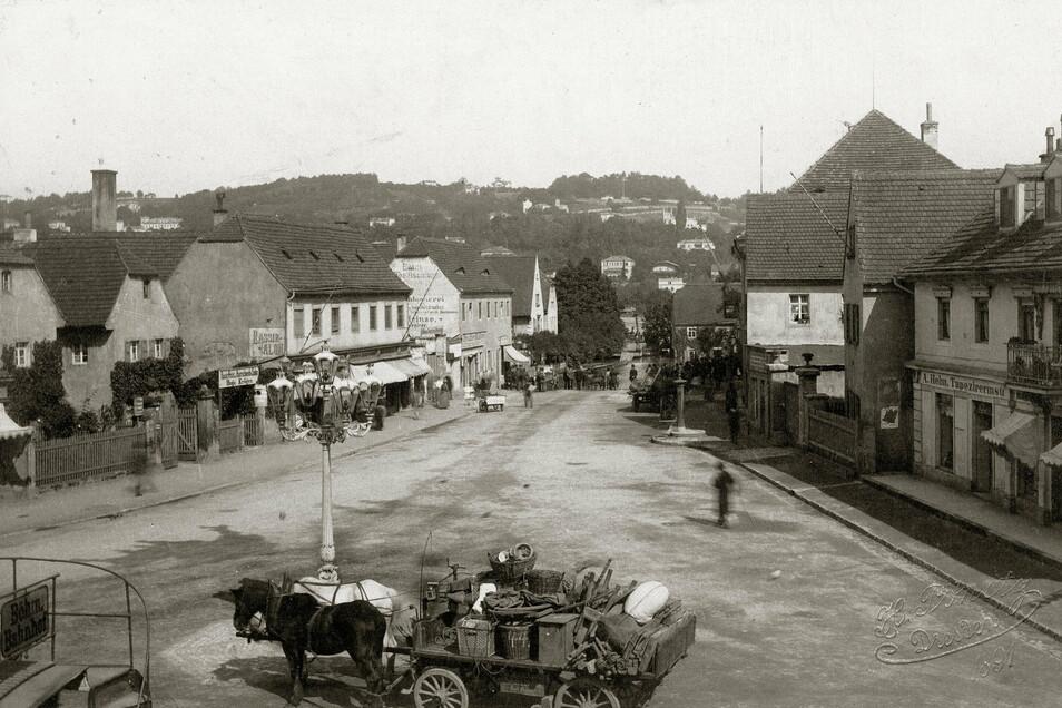 Schillerplatz, 1891 Von Schillerplatz sprach hier noch niemand. Dies war der Dorfkern von Blasewitz, das noch nicht eingemeindet war, aber sich zu einem Villenvorort entwickelt hatte.