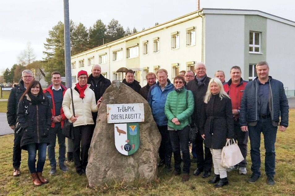 Die Besuchergruppe auf dem Truppenübungsplatz Oberlausitz.