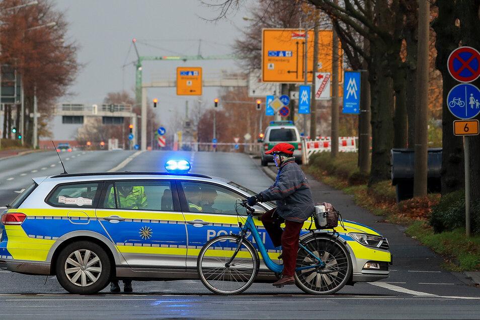 Die Polizei hatte nach dem Fund einer Fliegerbombe Straßen im Leipziger Norden gesperrt.
